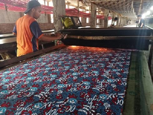 Proses Produksi Pabrik Batik Handprinting Menerima Pesanan Motif Custom