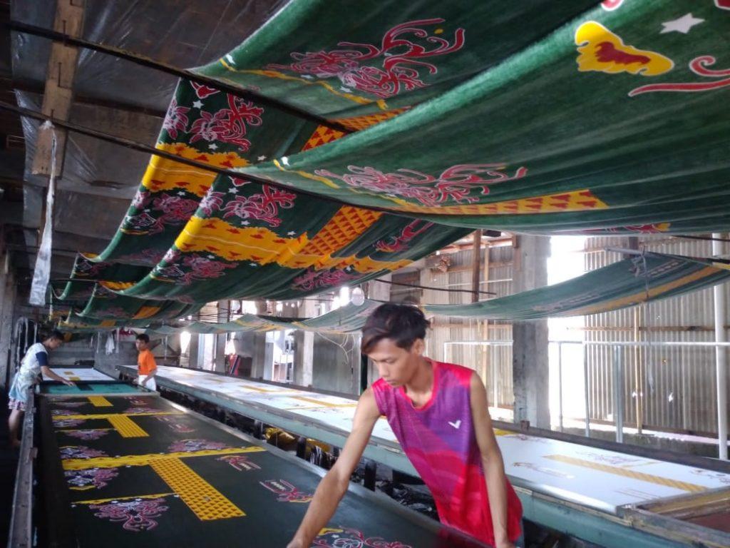 Proses Produksi Produk Pakaian Batik