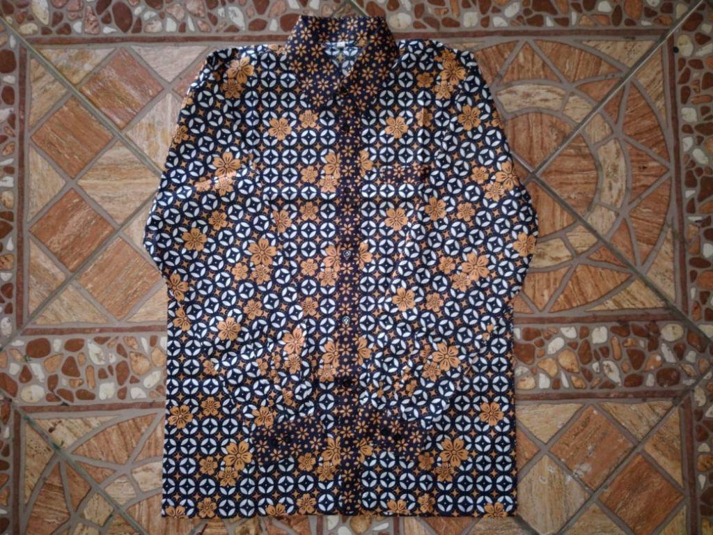 Contoh Produk Pakaian Batik Model Kemeja Pria